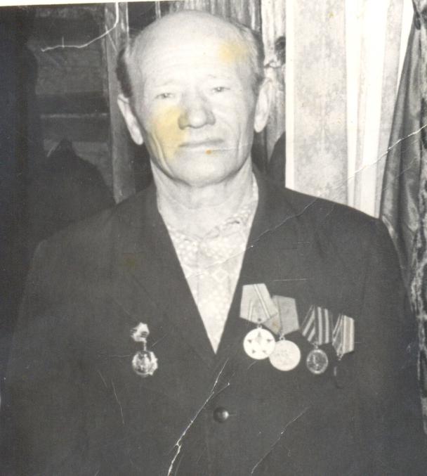 дедушка с медалями