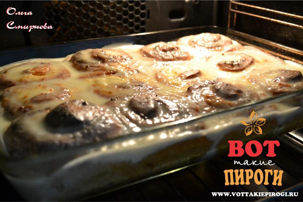Пирог из дрожжевого теста с творогом в сметанной заливке